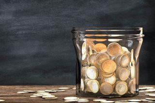 Foto: Glas mit Münzen